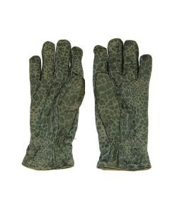 A pair of the Polish camouflage gloves
